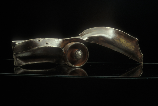"Rolling Home, 1992. Steel, 7 x 24 ½ x 6"". Courtesy of the artist."